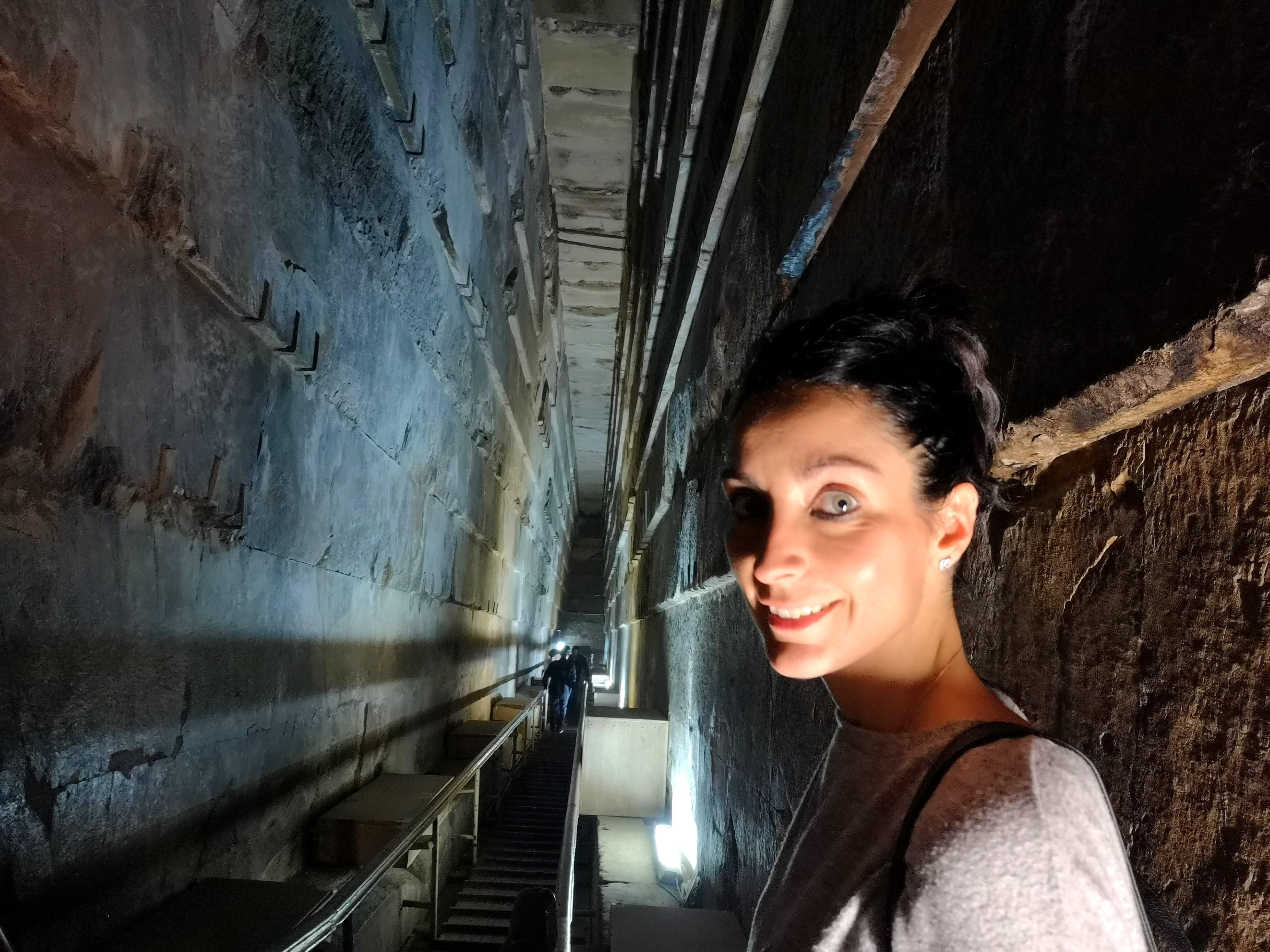 Dentro de La Gran Pirámide de Guiza.