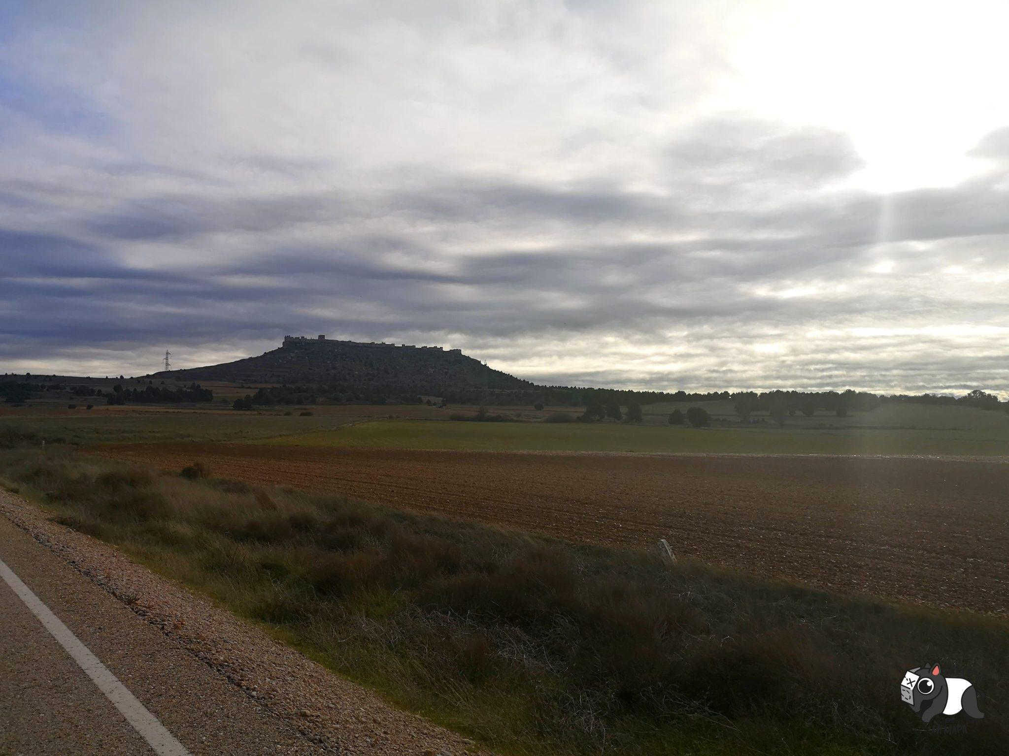 Vistas de la fortaleza califal de Gormaz, desde la carretera.