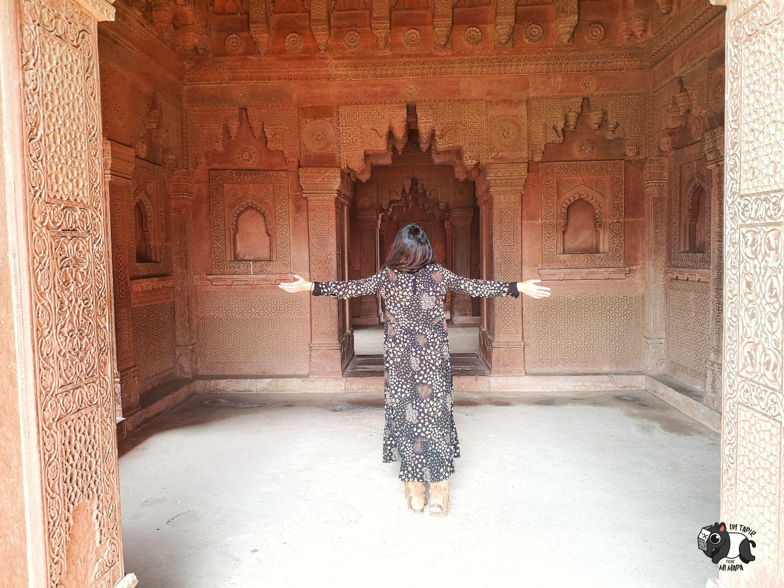 Imagen del interior de uno de los edificios de Fatehpur Sikri