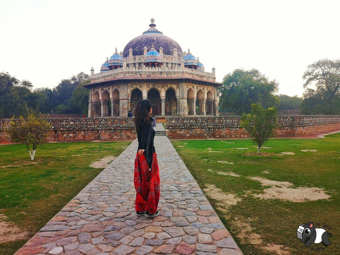Isa Khan Tomb desde su jardín.