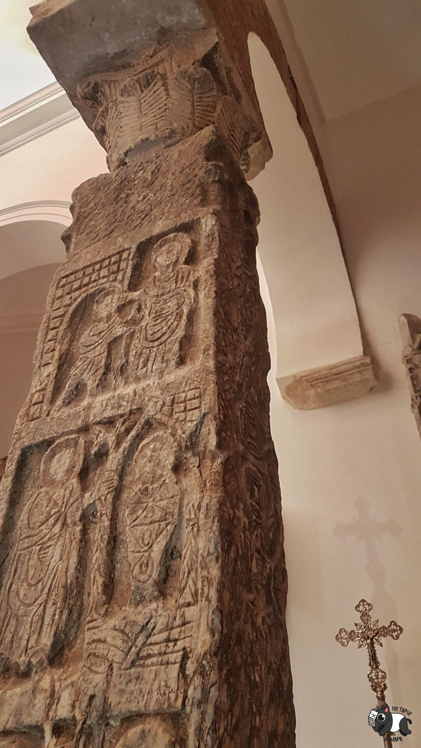 Pilastra visigoda de la Iglesia del Salvador