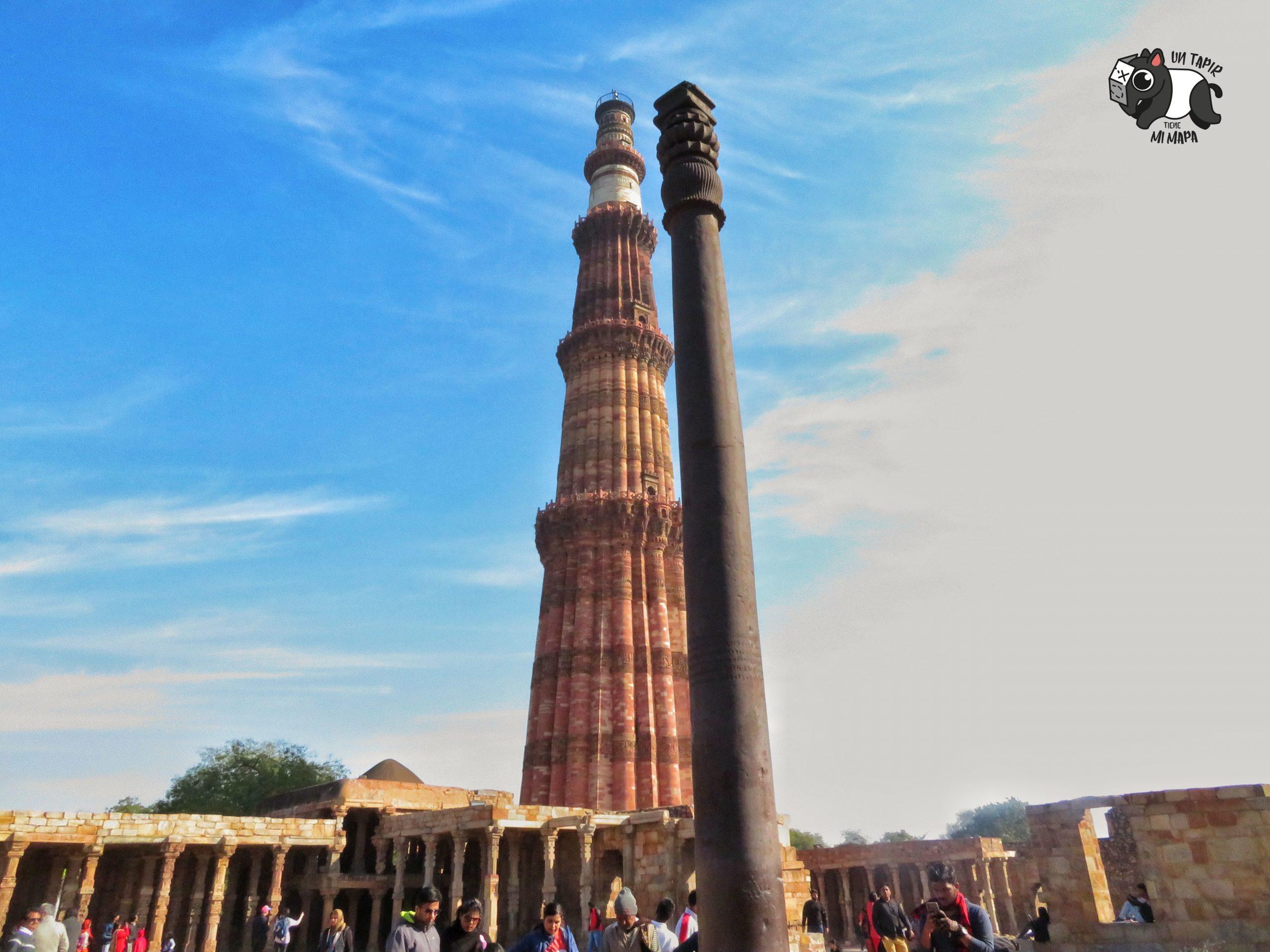 Pilar de hierro en el Complejo Qutb Minar.
